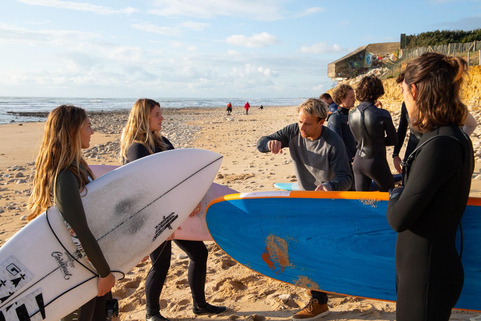 cours de surf avec l'école de surf Surf'in Ré sur l'ile de Ré